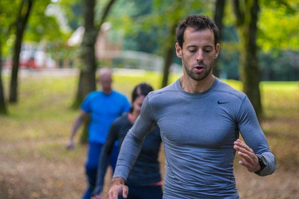 Training wirkt sich positiv auf unsere Gesundheit aus. Viele denken beim Wort Training allerdings sofort ans Fitnessstudio. Dabei hat die Natur so viele Vorteile zu bieten. Das sind 9 gute Gründe, die für Outdoor Training sprechen.